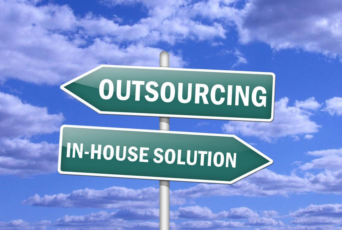 outsource_or_in-house
